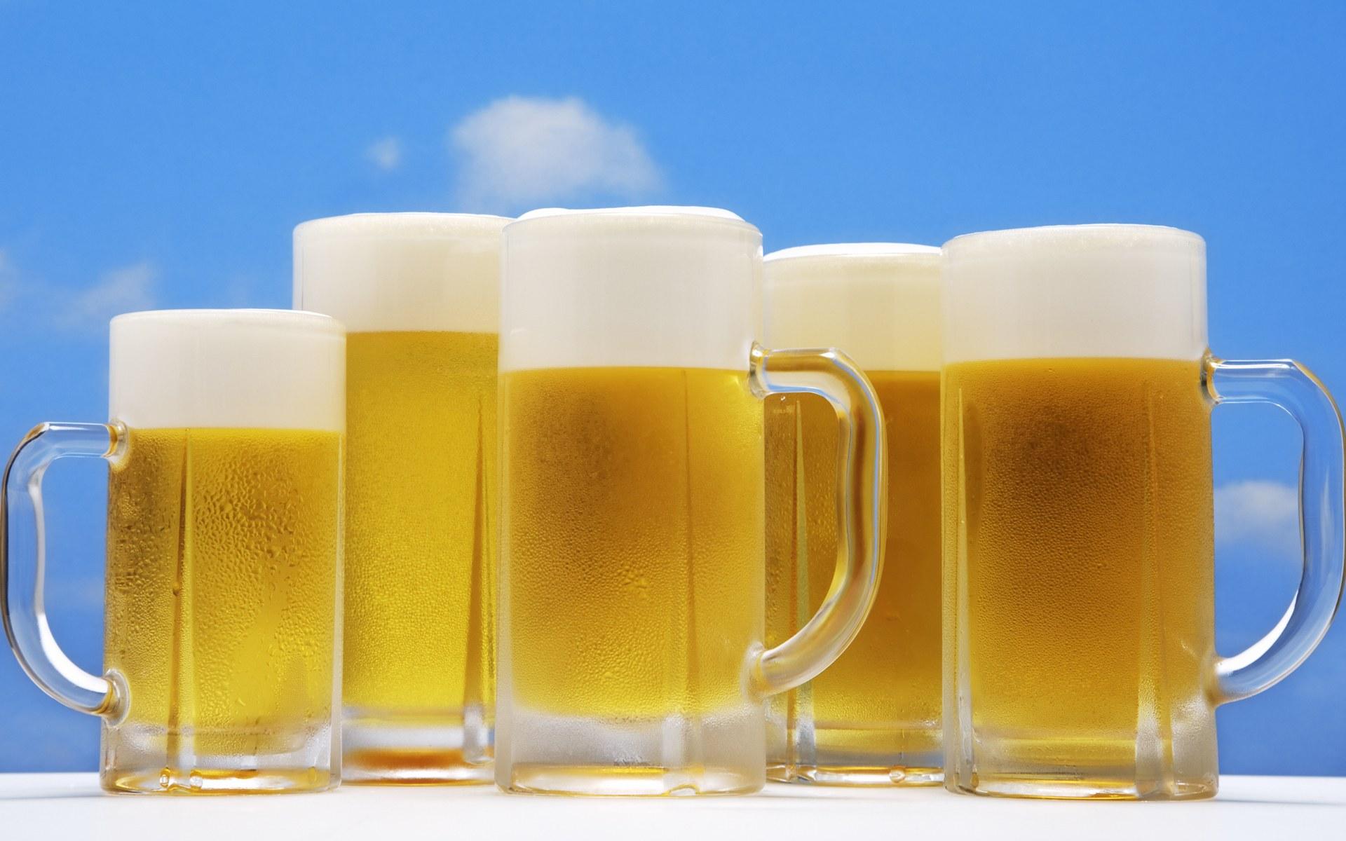 Чаши с бира